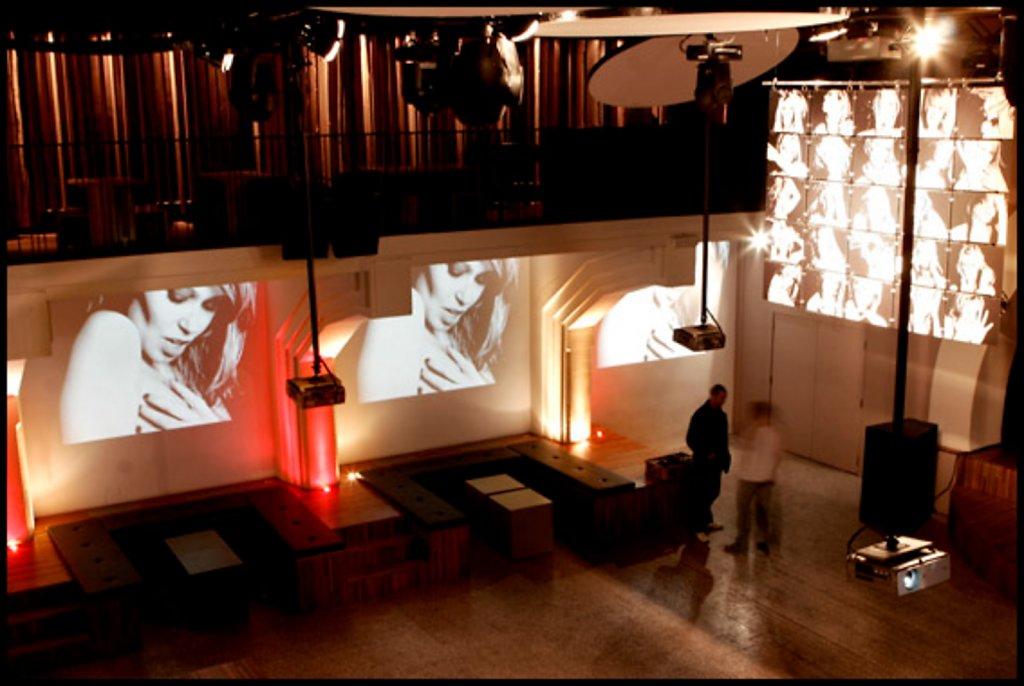 """""""M'aimes tu?"""" Installation Brussels 2007"""